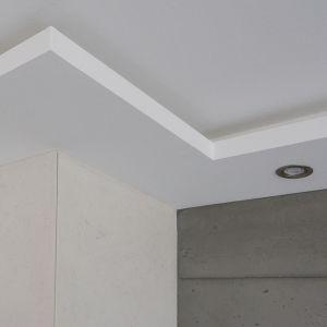 Gipskarton-Leuchtvouten als Deckenfries konstruiert